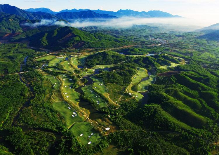 Sân golf Bà Nà Hill Golf Club Đà Nẵng nhìn trên cao